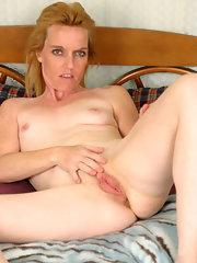 Older blonde pussy spread